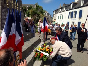 Laying a wreath in Ile de Groix